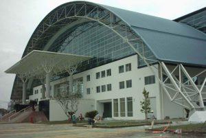 Thi công mái tôn sân vận động Q7
