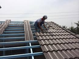 Thợ lợp tôn mái nhà